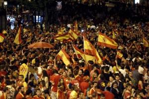 Celebración del triunfo de España en las calles de Barcelona.