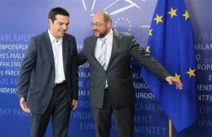 Alexis Tsipras, primer ministro griego, a la izquierda.