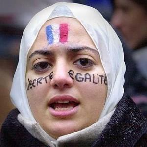 Una joven reclama el derecho al pañuelo en las escuelas francesas