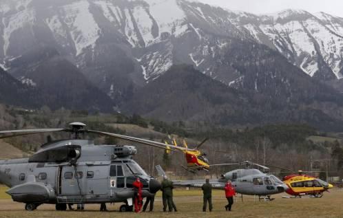 Helicópteros de rescate del servicio de seguridad civil francés y de la Fuerza Aérea francesa, en la zona de los Alpes francés
