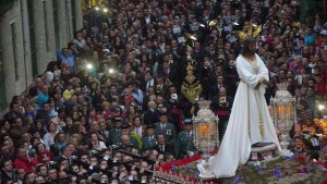 Jesús Cautivo procesiona por el barrio de la Trinidad en loor de multitud