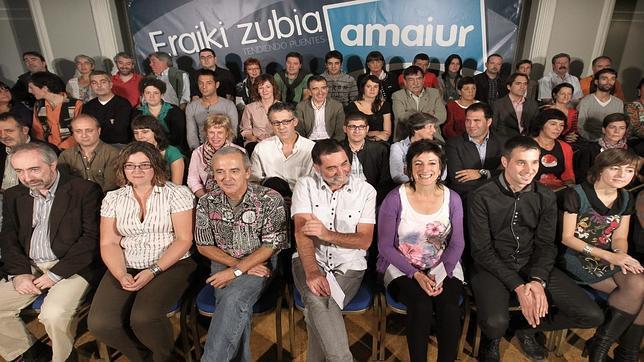 Diputados de Amaiur exhiben pancartas en favor de los presos de ETA
