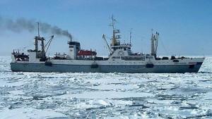 Imagen difundida por Emergencias de Rusia donde se ve un barco de las mismas características que el hundido