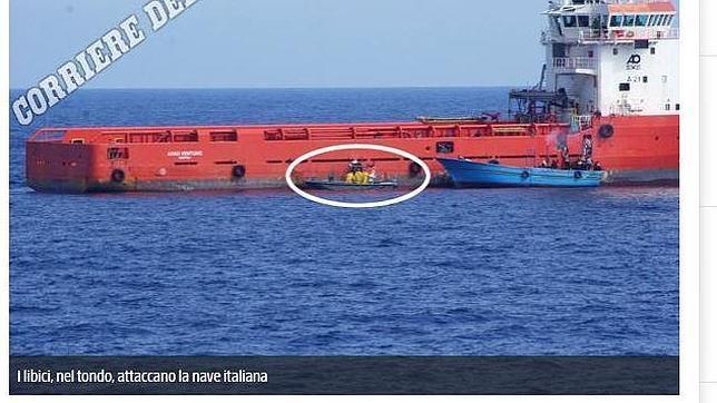 Captura de una imagen propia del Corriere della Sera de la embarcación en la que habrían muerto 400 ilegales, según los supervivientes