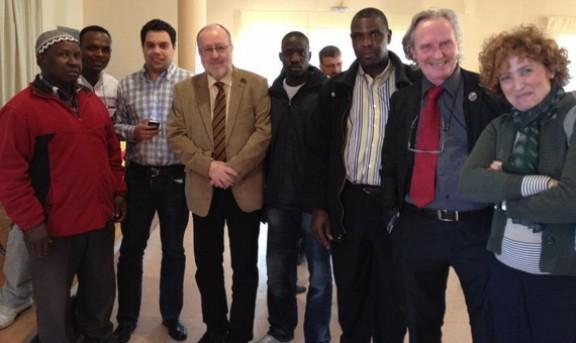 Àngel Colom con miembros de la Fundación Nous Catalans