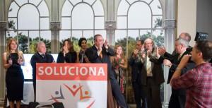 Armando Robles y miembros de la candidatura de Soluciona saludan a los cientos de congregados en el restaurante 'Portico de Velazquez'