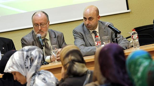Ángel Colom y Noureddine Ziani, en una comparecencia ante ciudadanos musulmanes