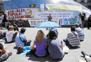 Los cuatro años transcurridos desde 2011 han pasado factura al 15-M. Apenas cien personas se dieron cita ayer en la Puerta del Sol para «mantener viva la ilusión por el cambio»