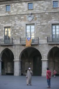 Una estelada ondea en la fachada principal del Ayuntamiento de Manresa, gobernado por CiU