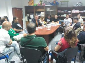 Armando Robles, durant una reunión el pasado lunes con padres y madres pro-custodia compartida
