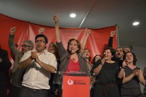 Ada Colau celebra su victoria en la sede de Barcelona en Comú.