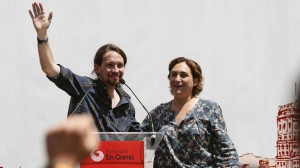 La candidata de Barcelona en Comú, Ada Colau, y el secretario general de Podemos, Pablo Iglesias.