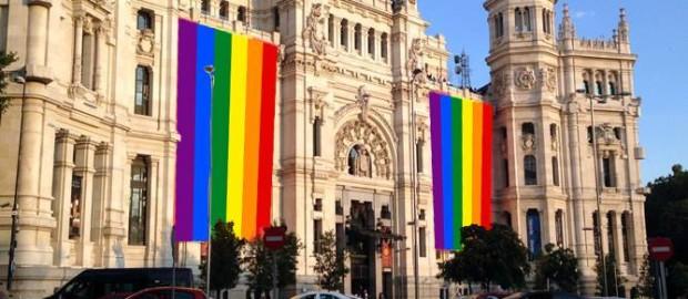 Banderas gays en el Ayuntamiento de Madrid