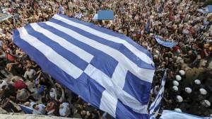 Portestas en Atenas con una bandera griega.