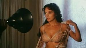 Laura Antonelli, en la película 'Casta y pura'.