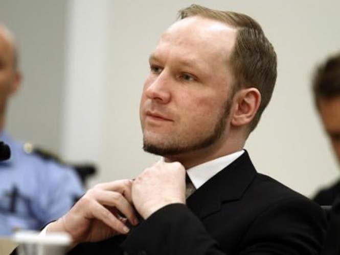 Breivik, según han explicado las autoridades penitenciarias noruegas, tiene derecho a solicitar libros, pero no tiene acceso a internet.