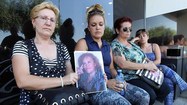 La familia de la limpiadora asesinada en Nervión Plaza