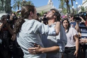 Pablo Iglesias abraza a José María González 'Kichi',.