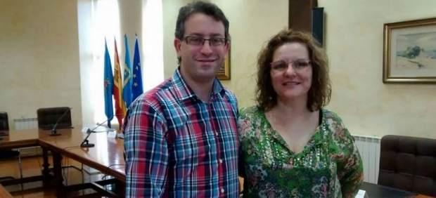 Rogelio Crespo y Luz María Bulnes, ediles de Somos Corvera en el Consistorio de este concejo asturiano. (FACEBOOK SOMOS CORVERA)