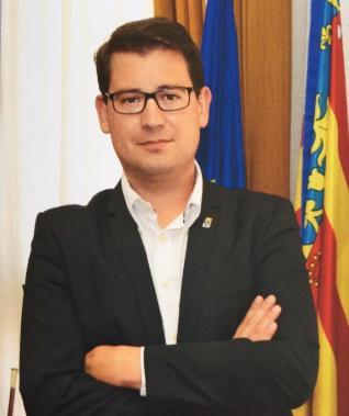 Saluda del alcalde de Alcora en el libro de fiestas sin la bandera de España.
