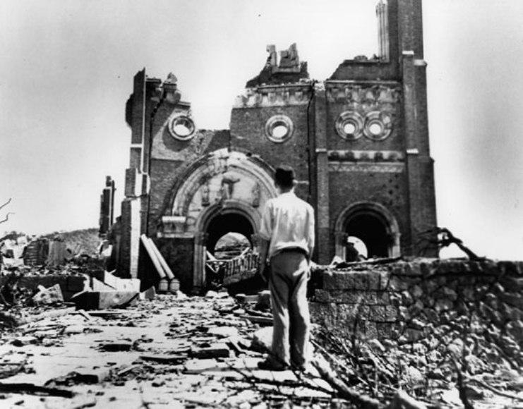 Los bombardeos atómicos sobre Hiroshima y Nagasaki se efectuaron el 6 y el 9 de agosto de 1945.
