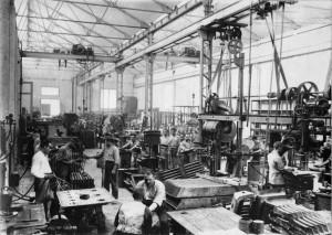Fábrica catalana (1929). Durante los siglos XIX y XX los industriales catalanes consiguieron que el Estado impusiera fuertes aranceles a las importaciones.