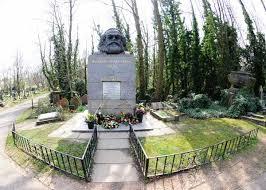 Imagen de la tumba de Karl Marx en el cementerio de Highgate de Londres.