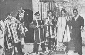 Milicianos rojos realizando una parodia litúrgica (Logroño, 1936)