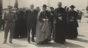Mateo Múgica, cuando era obispo de Pamplona (entre 1924 y 1928), inaugurando un parque en Fuenterrabía: