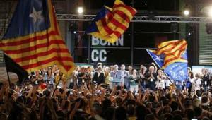 """Partidarios de la independencia """"celebrando"""" anoche la victoria"""