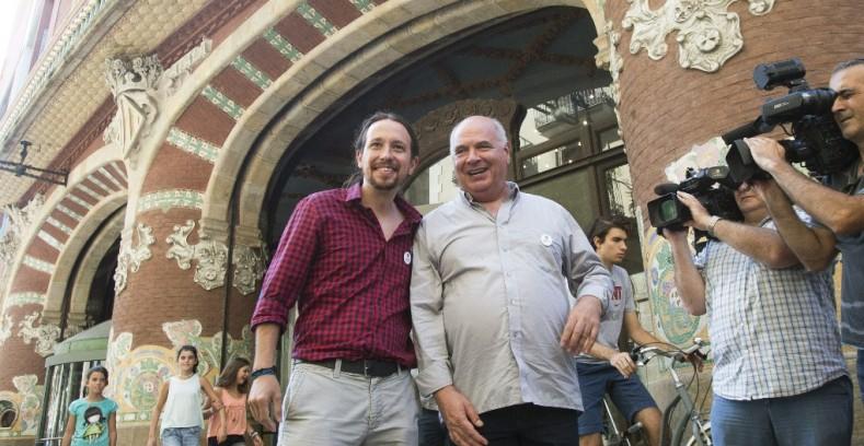 El cabeza de lista de 'Cataluña sí se puede', Lluís Rabell (d), y el líder de Podemos, Pablo Iglesias.