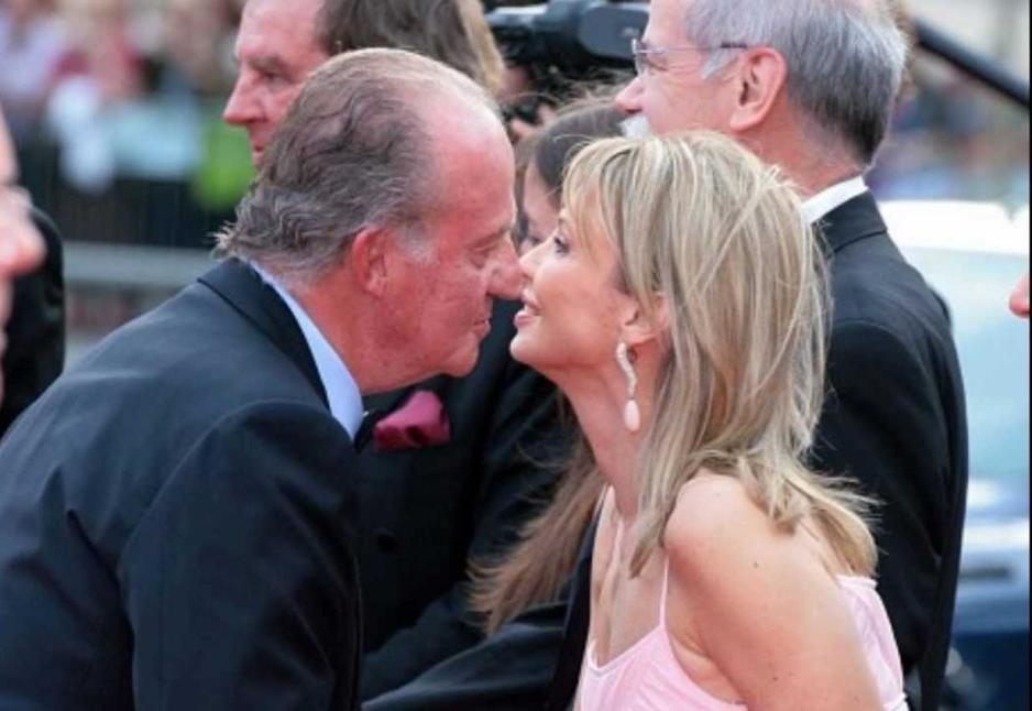 El rey Juan Carlos junto a Corinna en un acto público