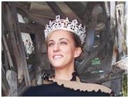 La reina de Ladonia, Carolyn.