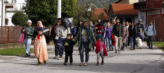 Refugiados aproximándose a la frontera croata-eslovena