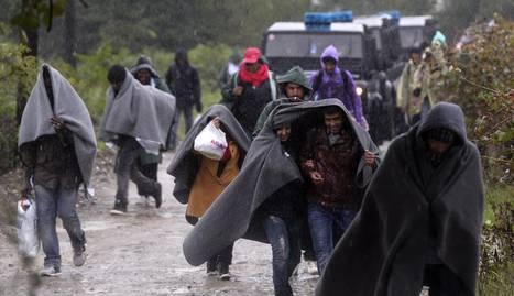 Refugiados dirigiéndose a la frontera de Serbia