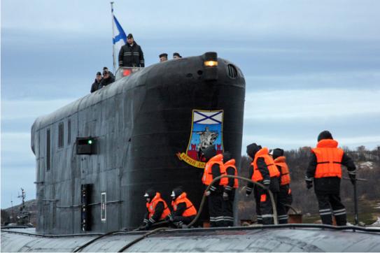 Un submarino ruso armado con misiles estratégicos, en su base de Murmansk