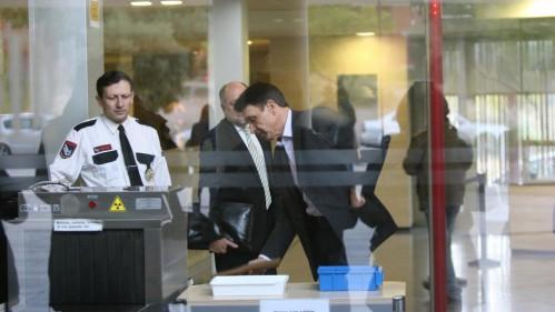 El número dos de la empresa pública Infraestructuras.cat, Josep Antoni Rosell, llegando a los juzgados de El Vendrell