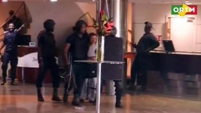 ando. Rehenes extranjeros en el interior del Hotel Radisson de Bamako, tomado por un grupo terrorista