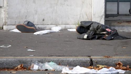Restos de las víctimas en las afueras de Le Bataclan