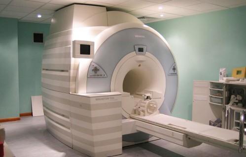 Un paciente acudió a someterse a una resonancia magnética y quedó encerrado en el escáner durante más de dos horas.