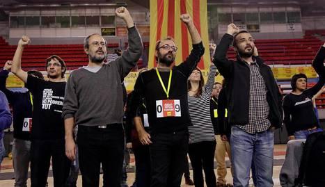 Los miembros de la CUP Antonio Baños, Benet Salellas, y Albert Butran, de izquierda a derecha.