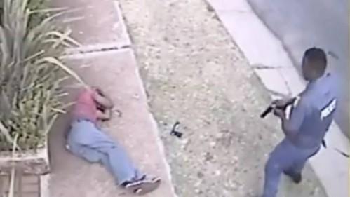 Policías sudafricanos ejecutan al ladrón herido