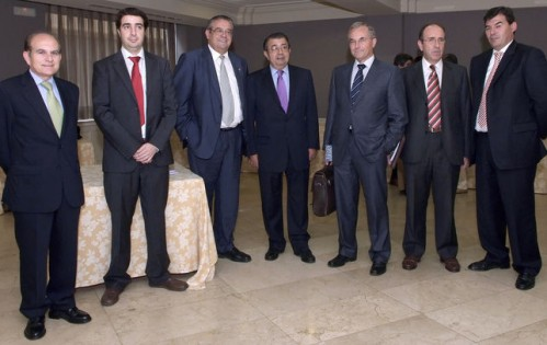 Felipe Espinosa,a la derecha, en un acto organizado por la Generalitat Valenciana y la Fundación Gas Natural.
