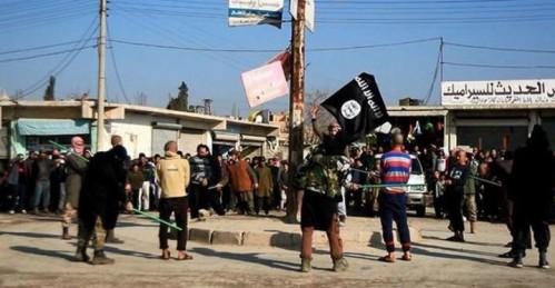 Imágenes de una condena a latigazos del Estado Islámico en Raqqa