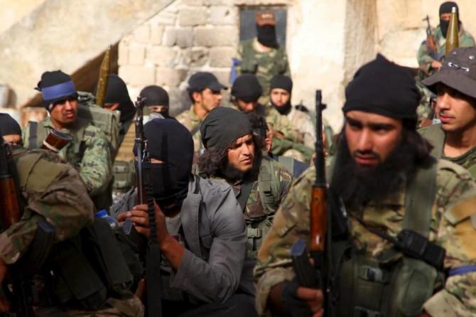 Miembros del Frente al Nusra durante una ofensiva contra fuerzas de Al Asad en la provincia siria de Idlib