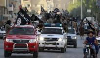 Militantes del ISIS durante un desfile militar en Raqqa, 'capital' del Califato en Siria