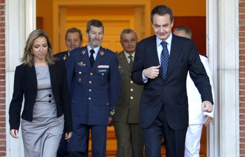 Zapatero (d), Julio Rodríguez (c) y Carmen Chacón (i)