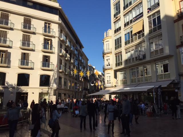 La media luna, en la emblemática calle Granada