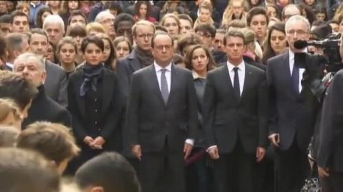Minuto de silencio en la Sorbona de París por los atentados del sábado.