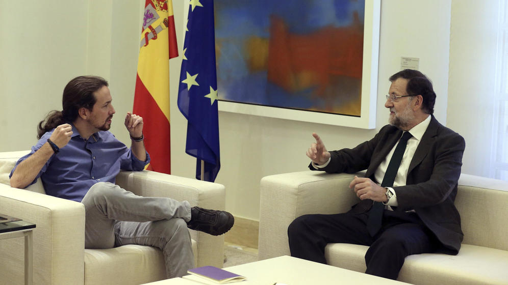 Mariano Rajoy recibe a Pablo Iglesias en La Moncloa.